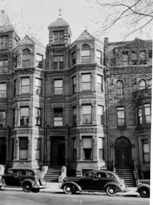 276 Commonwealth, photograph by Leslie Jones (ca. 1940); courtesy of the Print Department, Boston Public Library