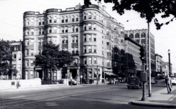 362-366 Commonwealth (ca. 1960), photograph by Bainbridge Bunting, courtesy of the Boston Athenaeum
