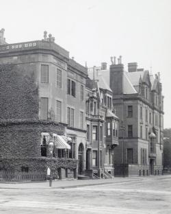 16-20 Fairfield and 22 Fairfield (239 Commonwealth) (1902); courtesy of the Boston Athenaeum