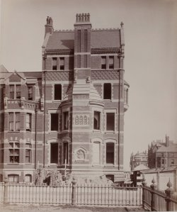 21 Fairfield (ca. 1883), photograph by Albert Levy; Ryerson and Burnham Libraries Book Collection, The Art Institute of Chicago (Digital file #000000_100709-23).