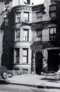404 Marlborough (ca. 1942), photograph by Bainbridge Bunting, courtesy of the Boston Athenaeum