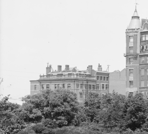 1 Charlesgate East and 536 Beacon (ca. 1895), detail from photograph of The Charlesgate (535 Beacon) by the Detroit Publishing Co.; courtesy of the Library of Congress